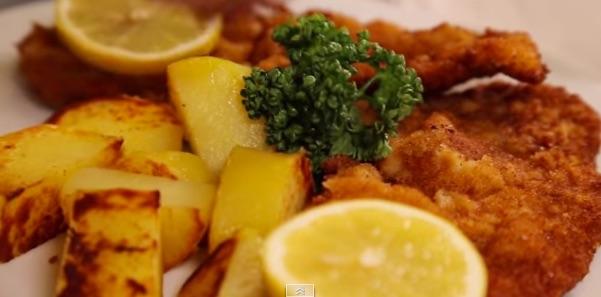 Wienerschnitzel beim Heurigen Reiss